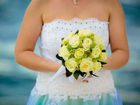 Розы и хризантемы- букет невесты на Кипре