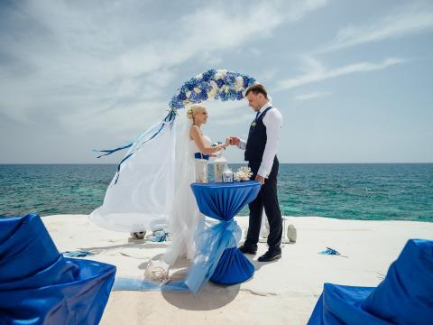 Свадьба на Кипре, оформление в морском стиле